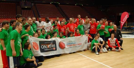 I ragazzi di Special Olympics con i loro idoli della EA7 Milano
