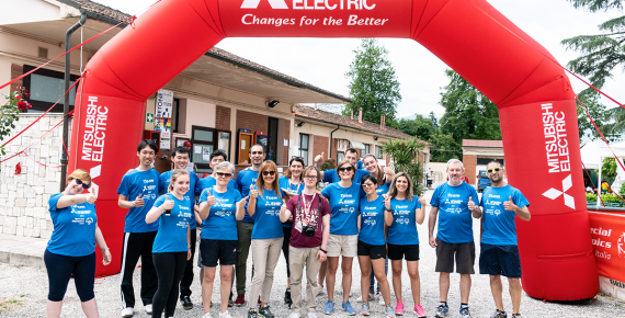 Foto del team di volontari insieme a Emilio Gardoni